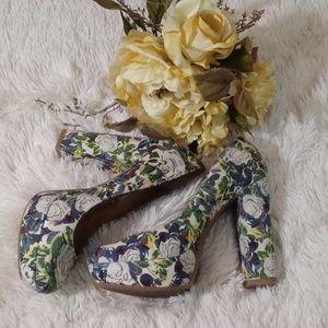 Gianni Bini chunky floral heels 9M